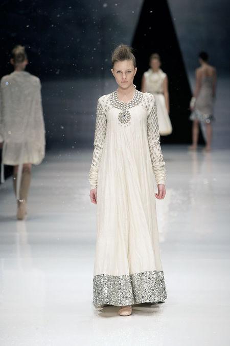 Long-Dress_Glitter-Detail_DAY_AW08