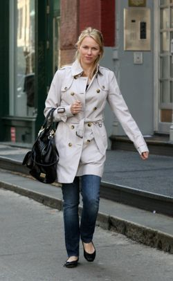 Naomi Watts_Burberry_29March2009